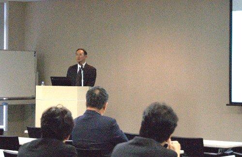 開会挨拶の中で、村上氏から新たに同社のプロフェッショナルサービス部門に参画した牧野 正之氏が紹介された