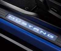 写真1LED照明を採用した「Mustang」のスカッフプレート