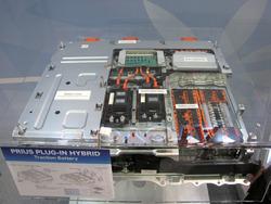 写真2「プリウスプラグインハイブリッド」のLiイオン電池ユニット