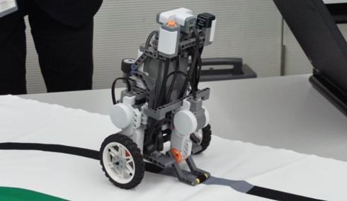 説明会で披露されたETロボコン2011仕様の走行体(仮) その2