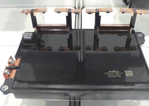 写真5車載インバータ向けの平滑用フィルムコンデンサ