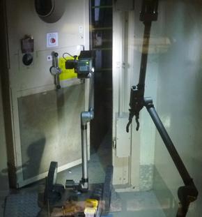 多目的作業ロボット「iRobot 510 PackBot」の原子炉建屋内での様子(1)