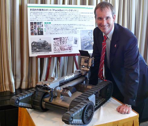 米iRobot社の共同創設者で現CEOのコリン・アングル氏。昨年(2010年)、来日した際に日本で「PackBot」を披露した