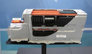 写真1「プリウスα」3列シート車のLiイオン電池パック
