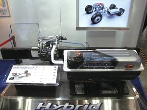 写真7日野自動車の新型HEVシステム