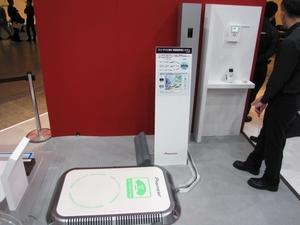 図1 パイオニアのEV/PHEV向け非接触充電システムの展示
