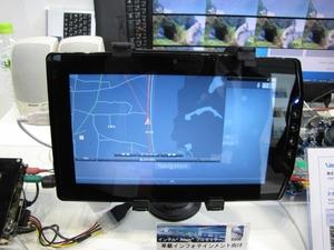 図3 タブレット端末タイプの車載情報機器