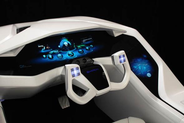 「背面投射方式ディスプレイ」を搭載したインパネとアームレスト