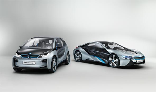 BMW i3(左)およびi8(右)