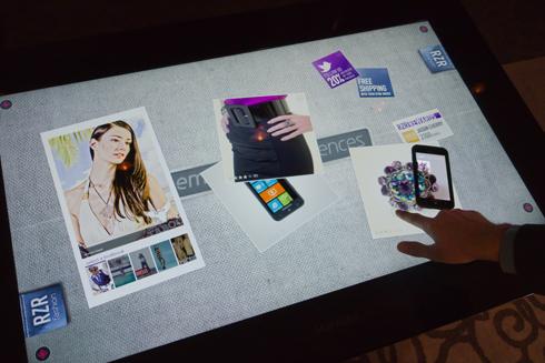 顧客のWindows PhoneとSurfaceが相互に情報をやり取り