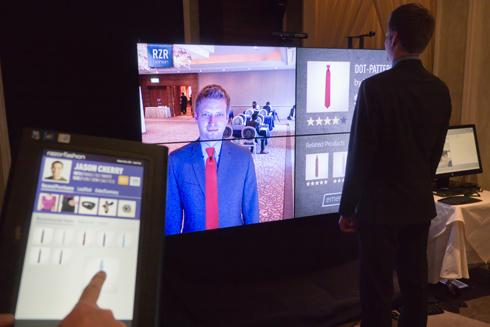 Kinect センサーを活用した仮想試着のデモ