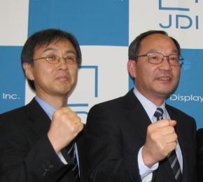 ジャパンディスプレイの大塚周一氏(右)と佐藤幸宏氏