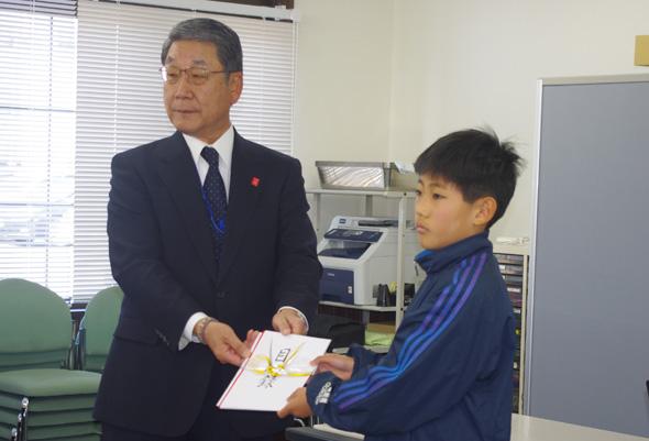 神戸市機械金属工業が「VariBo」20体を寄贈