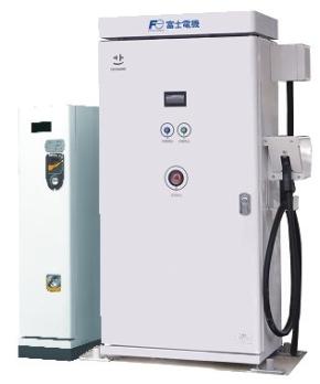 富士電機のEV用急速充電器とコイン式課金装置