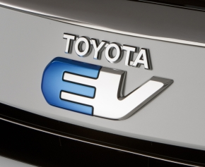 「RAV4 EV」のエンブレム