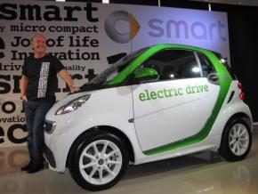 「スマート電気自動車」とメルセデス・ベンツ日本の社長を務めるニコラス・スピークス氏