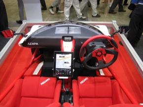 「AZP-LSEV」の運転席