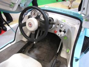 「カマッテ」の運転席2