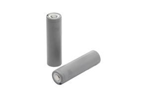パナソニックの18650タイプのリチウムイオン電池セル。