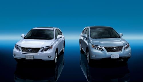 トヨタ自動車の「レクサスRX450h」(左)と「レクサスRX350」