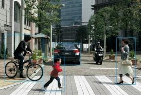 EyeSightのステレオカメラは、歩行者、自転車、他車両などを検知できる