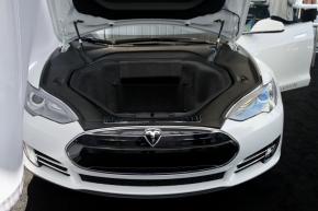 「モデルS」は車両前部にも荷室を有する