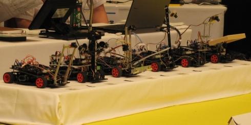 決勝で走行するロボットカー