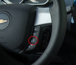 ステアリング中央部の右下に設置された「Eyes Free」ボタン
