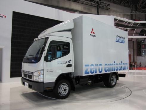 「東京モーターショー2011」に出展された「キャンター E-CELL」