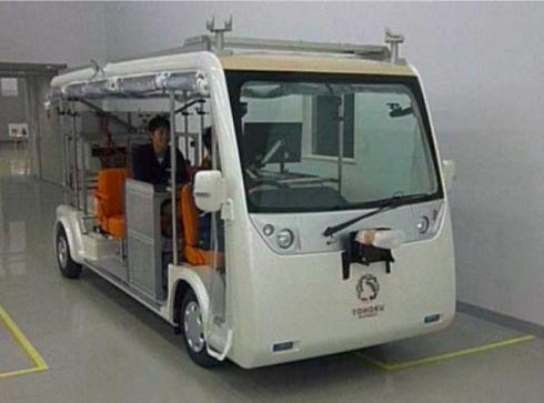 後輪にアキシャルギャップ型SRモーターをインホイールモーターとして組み込んだ電動バス