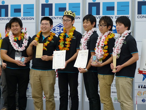 総合優勝したチーム「HELIOS」のメンバー