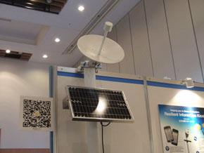 太陽光パネルと衛星通信アンテナ(1)