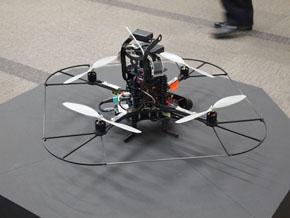 小型飛行監視ロボット1