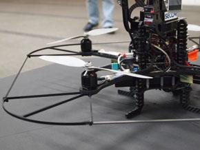 小型飛行監視ロボット4