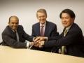 燃料電池車の開発で協業を発表した3社の首脳