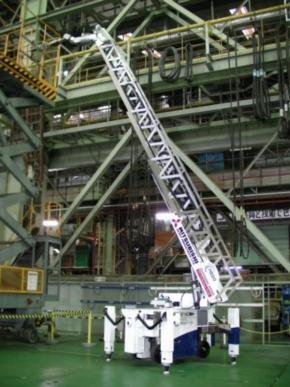 8mの高所にあるバルブを操作する「スーパージラフ」