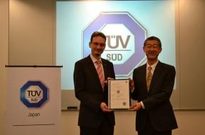 アイシン・コムクルーズがTUV SUDからISO 26262の第三者認証を取得