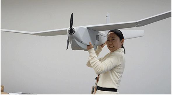 使用する小型無人飛行機の外観