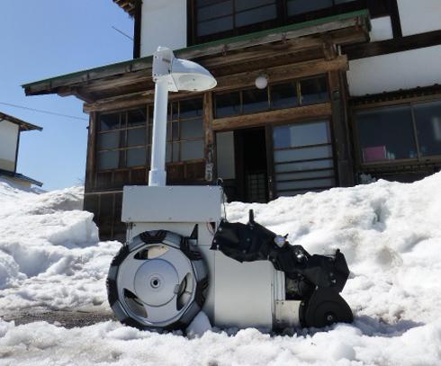 遠隔操作除雪ロボット(AIZ-03)