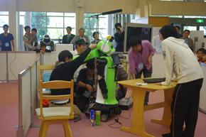 ロボットが動かないためカバーを開けてメンテナンスを始める