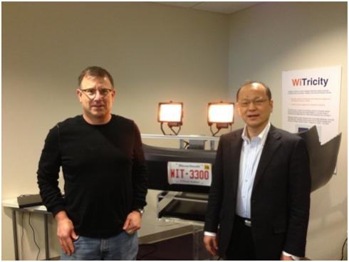 WiTricityのDavid Schatz氏(左)と筆者