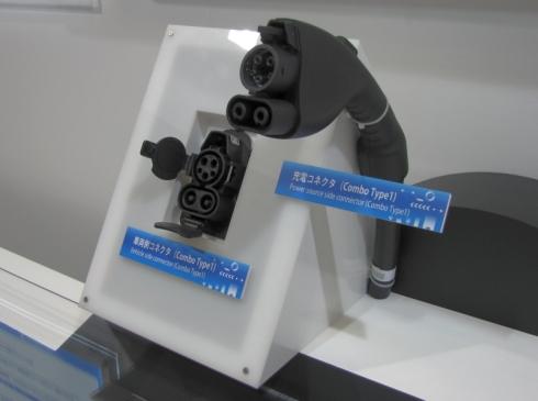 住友電装のコンボType1に準拠した充電器コネクタ