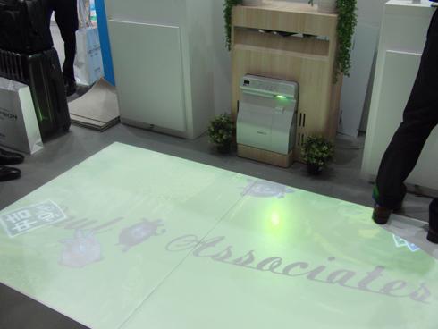 「Interactive Carpet BRAVO MAT(ブラボー! マット)」