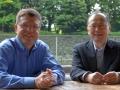 テスラのカート・ケルティ氏(左)と筆者の和田氏