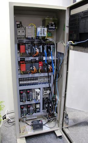 三菱電機の工場制御機器群