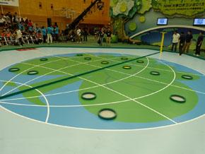 「地球ゾーン」の上には、木の葉を入れるリングが設置されている