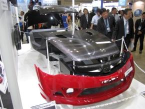 東レが「人とくるまのテクノロジー展2013」で展示した炭素繊維樹脂製の車両構造部品