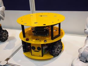 全方向移動機構を備える移動型ロボット