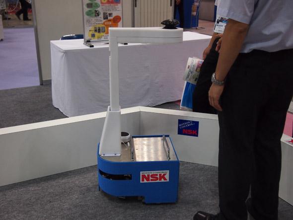 日本精工(NSK)の「障害物回避先導ロボット」