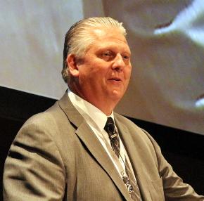 米シーメンスPLMソフトウェア業界戦略担当シニアバイスプレジデントのスティーブ・バシャダ氏